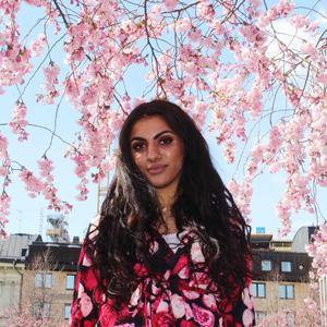Marwa Karim undviker att gå ut själv, till följd av alla hot hon får via nätet. Bild: Privat.