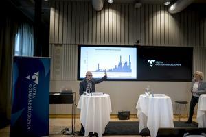 Allt fler smittas av corona i Västra Götaland. På fredagen hölls en pressträff om utvecklingen och smittskyddsläkare Thomas Wahlberg och Anna Söderström, hälsa- och sjukvårdsdirektör, underströk vikten av att alla fortsätter att bidra till att minska smittspridningen.