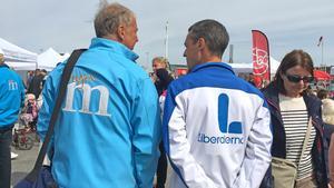 Liberalerna i Nynäshamn har svängt och samarbetar hellre med Allianspartierna efter det här valet. Det meddelade partiet nyligen. På bilden Daniel Adborn (L) i samspråk med Harry Bouveng (M).