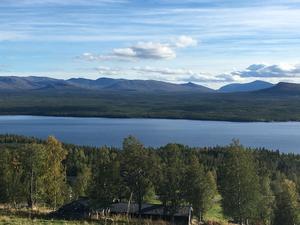 Utsikt från Stefans fjällstuga i Ottsjö.