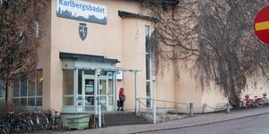 Beslutet att i första hand bygga om Karlbergsbadet till gymnastiksal applåderas av insändarskribenten.