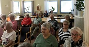 Många hade samlats för att lyssna.