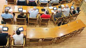 Ingen på plats. Det har varit stökigt i Sverigedemokraterna i Hallstahammar en längre tid. Trots det gick partiet framåt i valet 2014 och fick fem mandat mot tidigare två. Partiets platser i kommunfullmäktige står tomma med jämna mellanrum. Som i juni i fjol när budgeten togs. Foto: VLT Arkiv