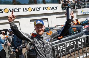 Daniel Haglöf jublar efter premiärsegern. Foto: Andreas Hillergren/TT