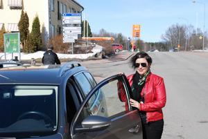 På väg till nästa möte. Terese tillbringar många dagar i bilen varje år.