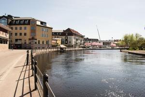 Vattennivåerna i Faluån har varit stabila en period men nu befarar kommunen att de kan stiga över åkanten.