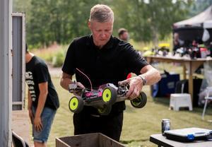 Efter varje race besiktas bilarna hos Janne Dahl.