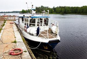 Taxibåten som kommunen köpt för 1135000 kronor och som kan ta upp till 35 passagerare anlände till Stugsund under söndagskvällen.