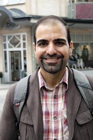 Nawfal Jassom, 36 år, arbetssökande statsvetare, Gävle:   – Jag sätter mig ned och andas lugnt.