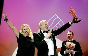 Årets företagare heter Niklas Thorén, ägare till Wecall. Tillsammans med sin fru Ulrika och personal tog han hem det mest prestigefyllda priset på Sundsvall Business Awards.