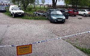 Polisen spärrade av gårdsplanen efter skottdramat i maj. Nu åtalas två inblandade.FOTO: MIKAEL ERIKSSON