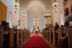 Simon Gustafssons syster Linnea Gustafsson var en av dem som sjöng i den fullsatta kyrkan.