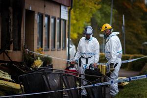 Under måndagen var polisens kriminaltekniker på plats för att göra en brottsplatsundersökning. Förundersökningsledaren Olof Nordgren berättar att man skickat material till Nationellt forensiskt centrum för analys.