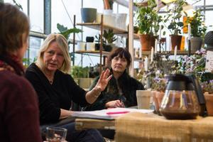 Carina Janars har bjudit in köpingens företagare, och en av de som tackade ja var Ninni Nyberg från Nordeens Guldsmedsaffär. Hon var med även för fem år sedan