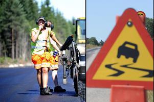 Asfaltläggning i stekande sol. Sommarens supervärme ökar riskerna för blödande asfalt. Läs råden för att undvika olyckor.Foto: Pontus Lundahl/TT/Montage