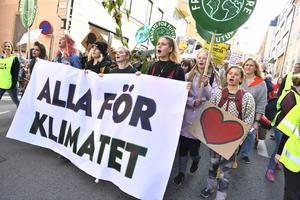 Kliamativisterna i Fridays for future vill att fler ska ansluta. (Bilden från en klimatdemonstration  Stockholm).