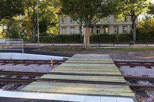 För att knyta samman stadskärnan byggs en gångväg över spårområdet. Foto: Skara kommun