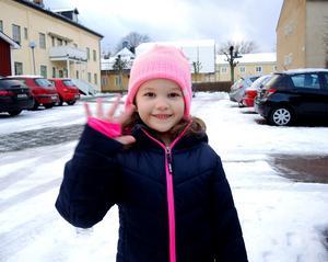 Lina Lipponen, förskolebarn, 6, Säter:– Jag vill inte ha starka fyrverkerier nära mig. Då blir jag skrämd.