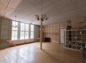 Allrum i det gamla missionshuset. Foto: Lofsdalens Fastighetsbyrå