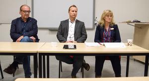Ett ytterligare argument som framförs är att skolan måste organiseras om eftersom  skolorganisationen måste anpassas till lagen med stadieindelningen låg-, mellan- och högstadium som har återinförts. Arkivbild från tidigare presskonferens med Anders Röhfors (M), Richard Falllqvist (C) och Ulrika Hansson, skolchef i Arboga kommun.