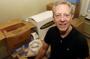 Christer Karlsson har köpt frimärksföretaget Tre Kronor i Karlstad och flyttar verksamheten till Lindesberg