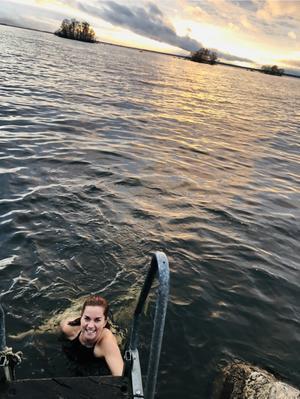 Jag och en god vän tog ett par dopp ute vid Lungers långgrund i mitten på november . Efteråt var bastun varm och go!  Foto: Ida Gunnarsson.