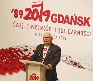 Den tidigare Solidaritetsledaren och president Lech Walesa var talare när Polen den 4 juni firade 30 år som demokrati. Men situationen idag med det nationalistiska styret i landet oroar. Foto: AP Photo/Czarek Sokolowski