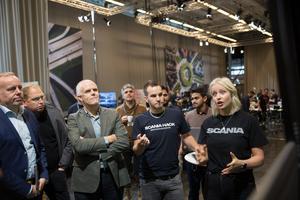 """Claes Erixon, Henrik Henriksson och Björn Westman från Scanias ledning kom till Scania hack för att få höra om Henrik Eliassons och Elsa Westins """"projekt Greta""""."""