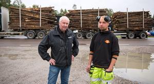 Tommy Sjöberg (till vänster) äger Rinab Automation som ligger på Tegelvägen 8. Här står han tillsammans med Markus Tjernberg som höll på att bli påkörd när han skulle ta sig ut med grävmaskinen på måndagsmorgonen.