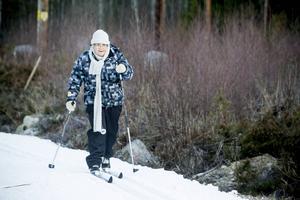 För Kerstin Johansson är det god motion att åka några varv i skidspåret.
