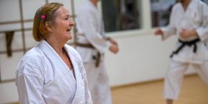 Jaana Pulkkis, styrelseledamot och tränare i Gävle shotokan karateklubb, menar att villkoren blir sämre när föreningarna tvingas flytta.