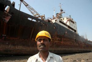 Fartygen skrotas för hand efter att de körts upp på land. Ett öde som nu väntar Ocean Gala. Foto: TT