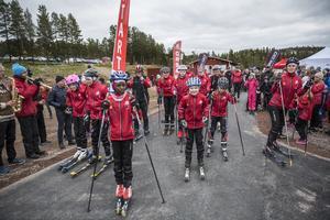 Barn och ungdomar från Orsa skidklubb var först ut på den nya banan.