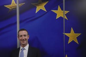 Mark Zuckerberg har under våren pratat med EU-ledare om mer demokrati trots en usel bolagshistorik i frågan.