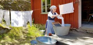 Maria Wiedershielm-Paul i rollen som tvätterska.