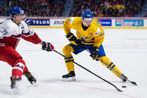 Nästa säsong gjorde Elias Pettersson stor succé i Timrå och Hockeyallsvenskan.Vid årsskiftet 2016/2017 spelade Elias Pettersson JVM som 18-åring.Foto: Joel Marklund / BILDBYRÅN.