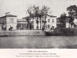 Var Gävles första järnvägsstation och fanns där Gävle Strand börjar i dag. Revs 1907.
