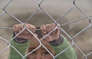 Debattören motsätter sig tanken att ställa barn mot barn. Foto: Vadim Ghirda/AP Photo
