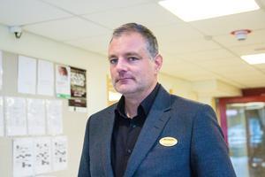 Magnus Elfving väljer nu att avsluta sitt uppdrag som rektor på Alirskolan i Bollnäs.