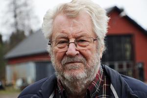 Gilbert Sundström, förvaltare till den psyksjuka mannen,  är mycket kritisk till att Älvkarleby kommun inte utrett mannen situation.