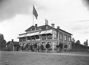 Hotell Fenix låg intill Norra Järnvägsstationen och klarade sig undan branden. Den togs ur bruk 1927 och revs några år senare.