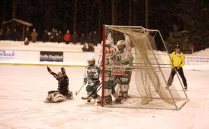 Galina Mikhaylova gör mål på hörna för Skutskär. Bild: LarsGöran Svensson.