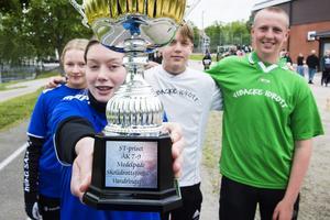 Pokalen för årskurs 7-9 har stått på Bergsåkers skola under flera år, nu får den byta miljö.