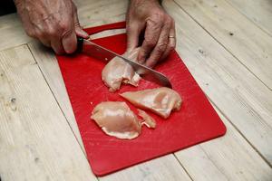 Foto: Cornelius Poppe / NTB scanpix / TT Att hålla god hygien i köket är a och o för att slippa drabbas av magsjukan.