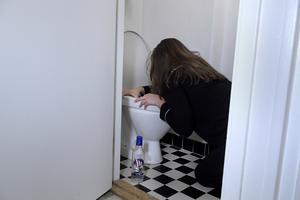 Det är inte bara loven som ger tillfälle för tonåringar att dricka alkohol. Ungdomar har ingenstans att ta vägen när evenemang är inställda på grund av coronapandemin. Foto: Janerik Henriksson/TT