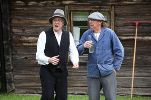 Mats Hurtig som storbonden Rudolf Johansson och Jan Sundberg som drängen Axel. Foto: Kjell Ahnfelt