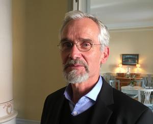 John Rothlind, kulturarvssamordnare inom Svenska kyrkan i Västerås, vill hålla alla alternativ öppna för var den första biskopskyrkan kan ha legat. Foto: Anders Lif.