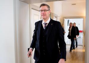 Regionråd Erik Lövgren (S) har bedrivit aggressiva kampanjer riktade mot länets privata vårdföretagare.