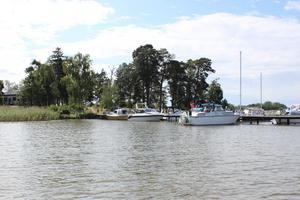 Västerås Motorbåtklubbs brygga på Strömskär, några minuters båtfärd utanför Tidö-Lindö.