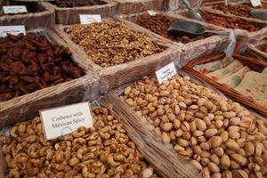 Nötter och torkad frukt finns för den som vill ha det.